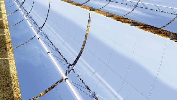 Det finns även soltermiska anläggningar med paraboliska tråg.